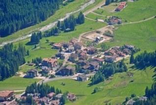 7789488-small-mountain-town